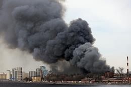 Fire in the building of the Nevskaya Manufactory on Oktyabrskaya Embankment in St. Petersburg.