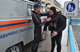 Rescuers-divers began an annual survey and cleaning of the bottom of the Crimean water area before the holiday season.  During the work, fragments of metal structures are removed from the bottom of the sea, which pose a potential danger to vacationers.
