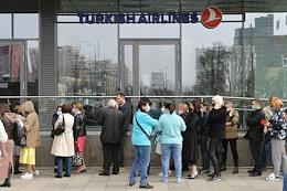 The situation at the Turkish Airlines office in Moscow. After the suspension of air communication with Turkey, the company's clients decided to return or exchange tickets.