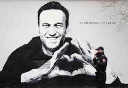 Graffiti depicting Alexei Navalny in the Pushkar Garden of the Petrograd Side