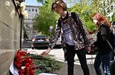 The people bring flowers to the Plenipotentiary Representation of the Republic of Tatarstan, in memory of the victims of the tragedy in the Kazan school.