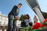 Governor Gleb Nikitin lays flowers at the memorial of schoolchildren shot in Kazan.