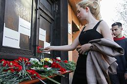 People's memorial for the victims of the tragedy in Kazan near the building of the representative office of the Republic of Tatarstan in St. Petersburg. On May 11, an unknown person opened fire at gymnasium No. 175.