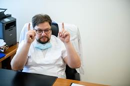 Director of the Janelidze St. Petersburg Research Institute of Emergency Medicine Vadim Manukovsky, during interviews and surgery