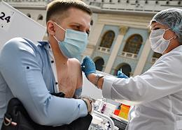 Vaccination against coronavirus infection COVID-19 in Gostiny Dvor.