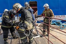 Training of regional firemen aboard the Scorpion ship on July 29 at 10.00 in the Kirov region at the Pella shipyard.