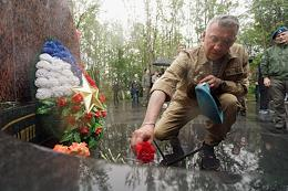 Celebrating the day of the Airborne Forces in the city of Murmansk. Laying flowers at the 'Broken Heart' - a monument to residents of Murmansk who died in the line of military duty and defending the interests of the Fatherland.