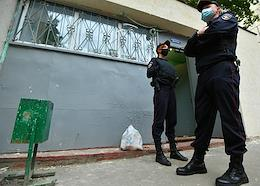 The police again cordoned off the 4th entrance in the house at 16 Sovkhoznaya and the Magnit store.