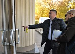 A meeting on extending the measure of restraint for journalist Ivan Safronov, who has been in the Lefortovo pre-trial detention center at the Moscow City Court for over a year. The situation outside the courthouse.