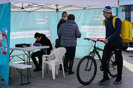 Genre photos and flu vaccination at a mobile station near Tverskaya metro station.