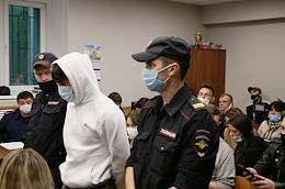 Arrest of those accused of robbing a department of the Investigative Committee for the Republic of Tatarstan in the Vakhitovsky District Court of Kazan.